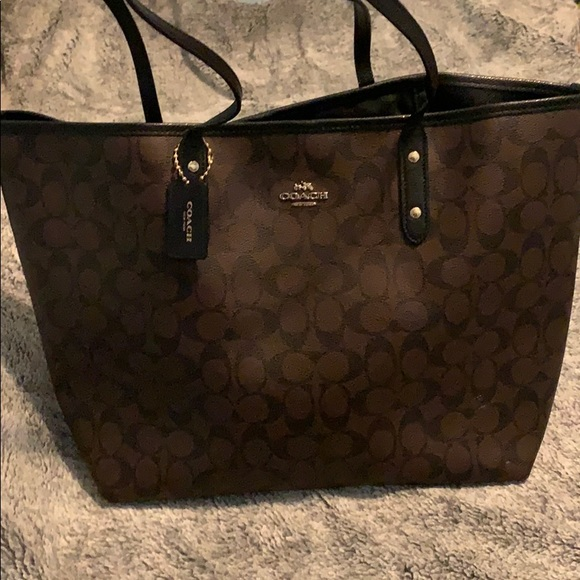 Coach Handbags - Coach all leather city tote 👜 💗🍁🔥